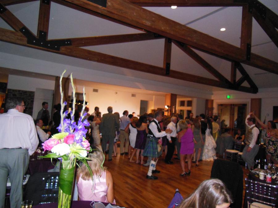 bride-groom-wedding-party-dancing