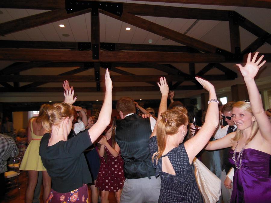 bridesmaids-wedding-dance-party