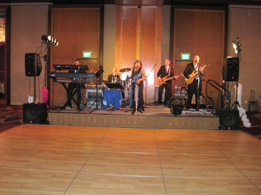 deja-blu-variety-dance-band-four-seasons-hotel-